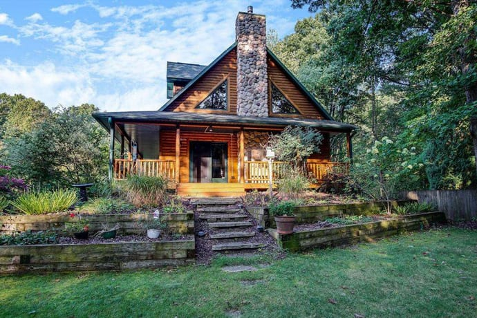 The 8 Most Spectacular Airbnbs to Escape to This Memorial Day Weekend