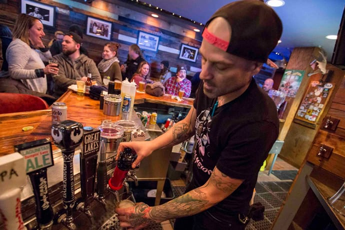 This New Lakeview Bar Has Beer and Burgers and Nachos